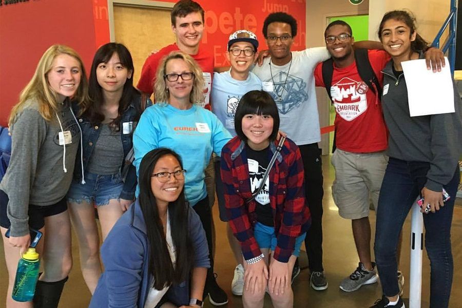 Image of Dean Doerge with students at the Carnegie Science Center